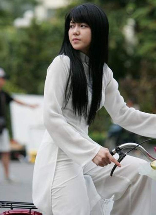 Khi sao quốc tế thể hiện tình yêu với tà áo dài Việt - Ảnh 16.