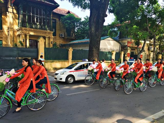 Dàn nghệ sĩ gạo cội diễu hành áo dài trên các tuyến phố Hà Nội - Ảnh 17.