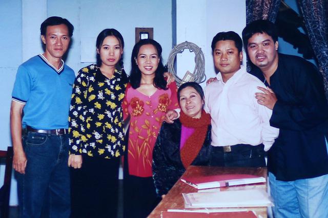 """Ngắm loạt ảnh """"một thời tuổi trẻ"""" của Việt Hương - Ảnh 19."""