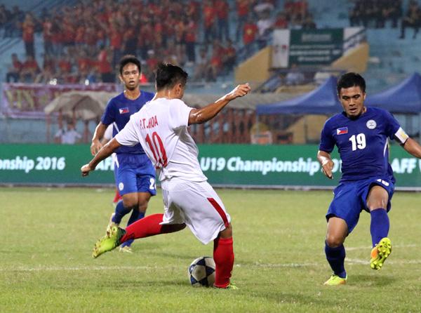 VIDEO U19 Việt Nam 4-3 U19 Philippines: Thắng nhưng vẫn lo - Ảnh 1.