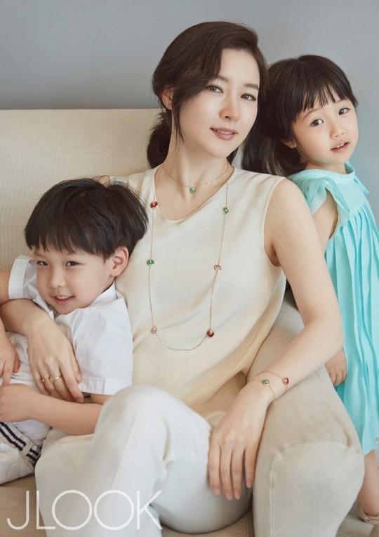 Lee Young Ae - Xứng danh mỹ nhân không tuổi! - Ảnh 2.