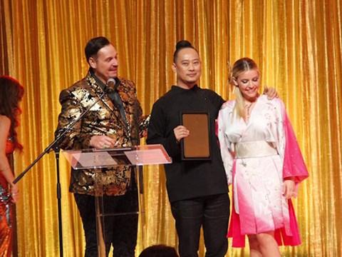 NTK Võ Việt Chung đoạt giải Nhà thiết kế xuất sắc của năm - Ảnh 2.