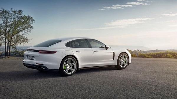 Porsche ra mắt phiên bản Panamera 4 E-Hybrid - Ảnh 2.