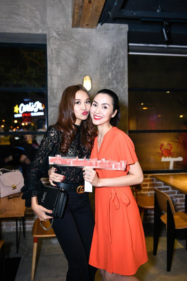 """Dàn sao Việt """"lội nước"""" đến chúc mừng vợ chồng Tăng Thanh Hà - Ảnh 2."""