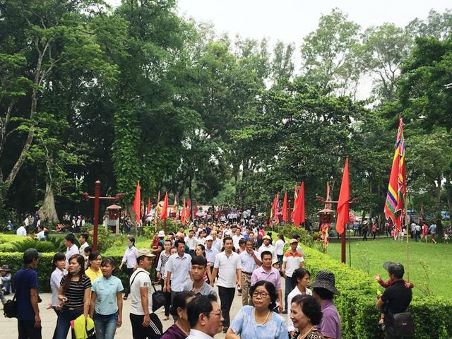 Dòng người nườm nượp hướng về lễ hội Lam Kinh 2016 - Ảnh 2.