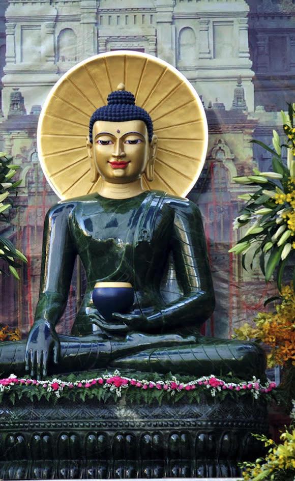Lung linh Phật Ngọc chốn Thiên Long - Ảnh 2.