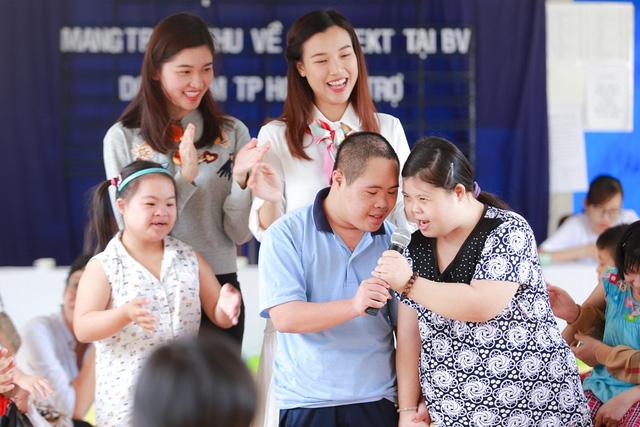 Á hậu Hoàng Oanh, Thuỳ Dung mang trung thu về với trẻ khuyết tật Tây Ninh - Ảnh 2.