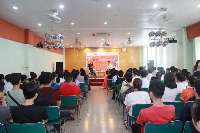 Nhà văn Trang Hạ: Bạn trẻ tuổi 18 thích son Louboutin thay vì quan tâm gia đình, xã hội - Ảnh 2.