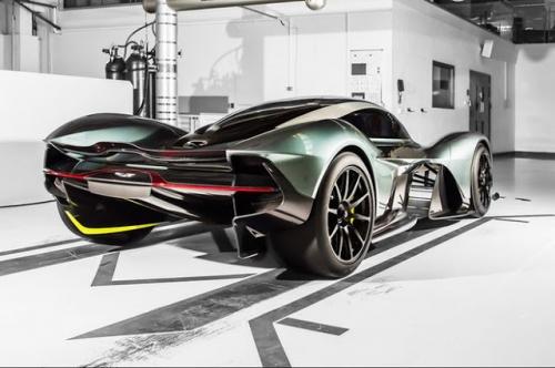 Siêu xe đường phố Aston Martin 3,2 triệu USD ra mắt tại Singapore - Ảnh 2.