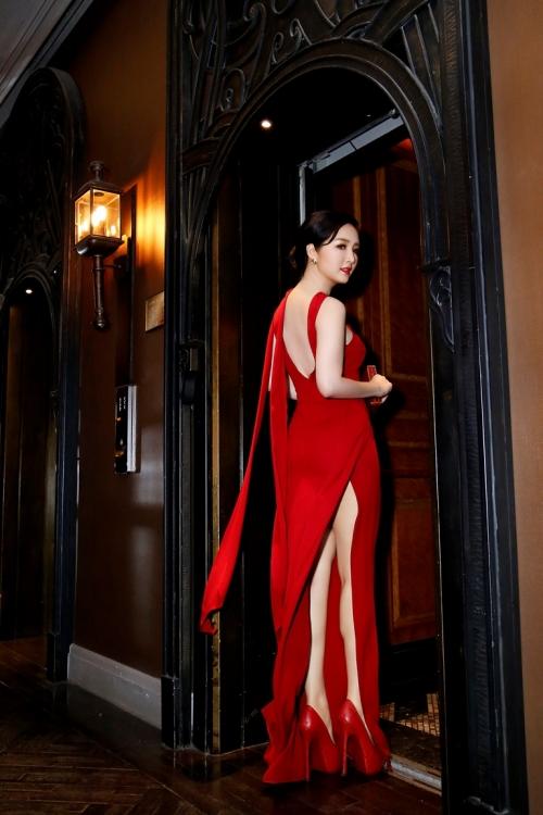 Giáng My diện váy đỏ rực lấn át cả dàn thí sinh - Ảnh 2.