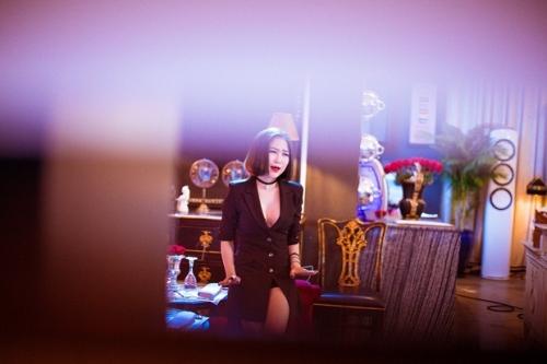 Hương Tràm tiếp tục hẹn hò với mỹ nam trong hit mới - Ảnh 2.