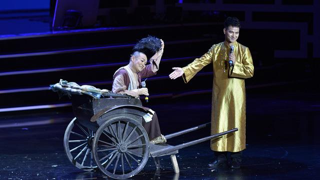 Xuân Hinh múa hầu đồng khiến khán giả choáng ngợp - Ảnh 7.