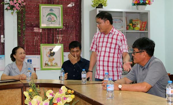 ĐTQG Việt Nam thăm làng trẻ SOS: Tiếp thêm động lực từ những vòng tay yêu thương - Ảnh 2.