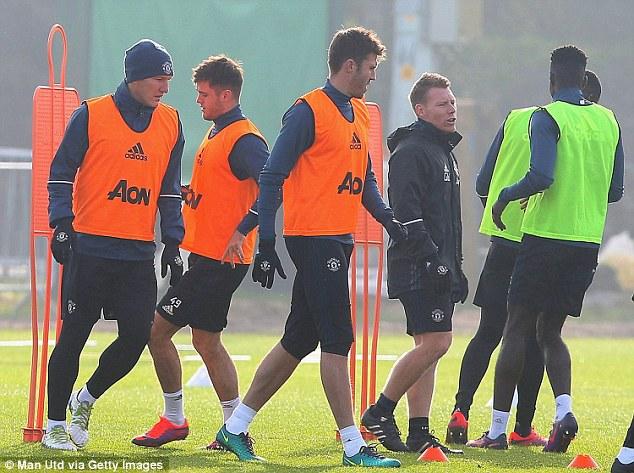Mourinho bất ngờ gỡ cấm vận với Schweinsteiger - Ảnh 3.