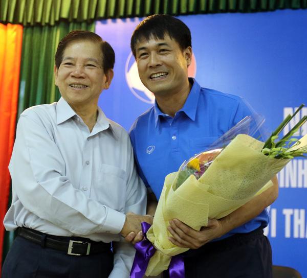 Nguyên Chủ tịch nước Nguyễn Minh Triết thăm và động viên các ĐT Việt Nam - Ảnh 2.