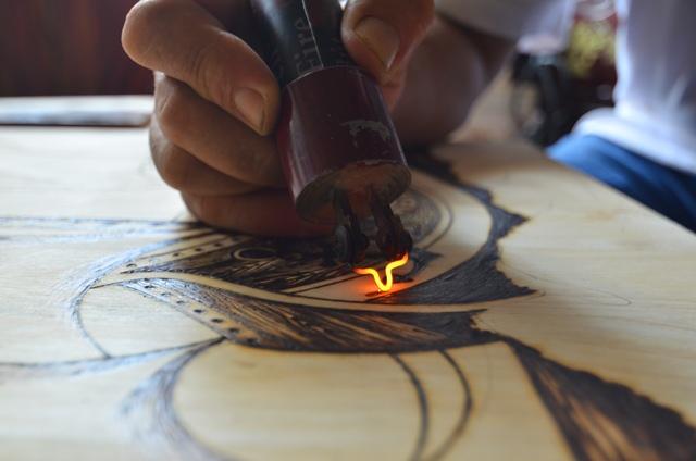 Gặp người vẽ chân dung Bác Hồ bằng bút lửa nhiều nhất - Ảnh 3.