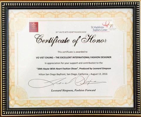 NTK Võ Việt Chung đoạt giải Nhà thiết kế xuất sắc của năm - Ảnh 3.