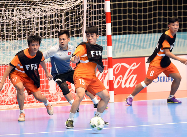 Tuyển Futsal Việt Nam đã có mặt tại Medellin sau hơn nửa ngày di chuyển - Ảnh 3.