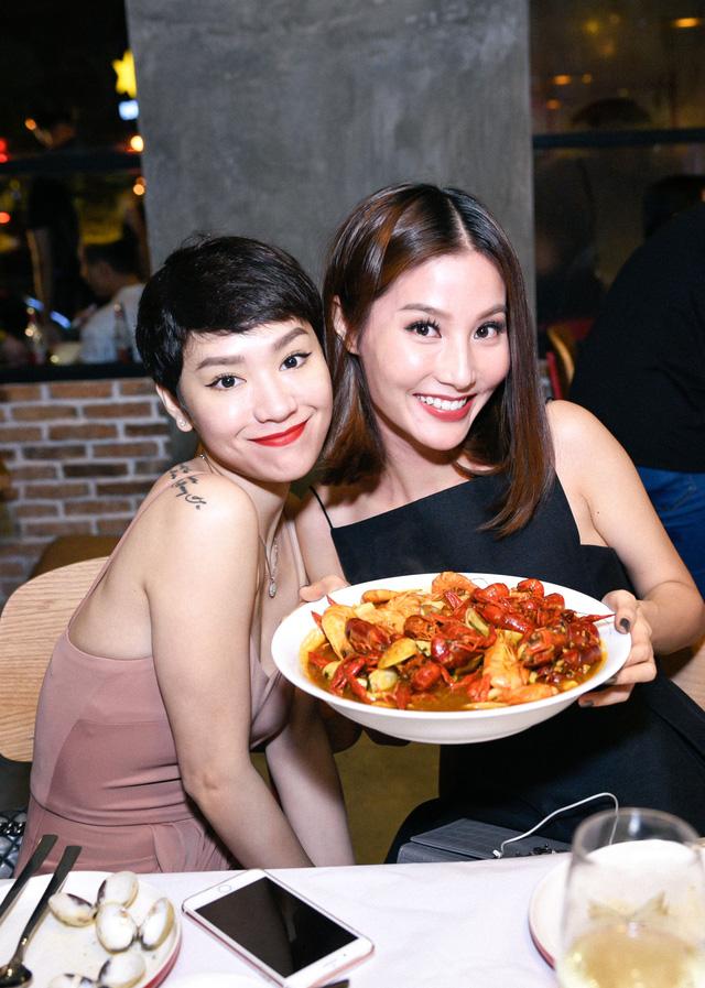 """Dàn sao Việt """"lội nước"""" đến chúc mừng vợ chồng Tăng Thanh Hà - Ảnh 3."""