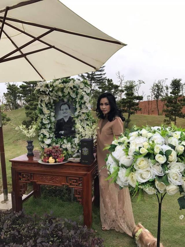 Thanh Lam ngậm ngùi hát bên mộ nhạc sĩ Thanh Tùng, Trần Lập - Ảnh 3.