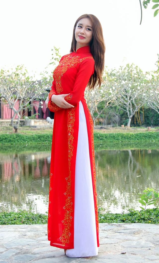 Khi sao quốc tế thể hiện tình yêu với tà áo dài Việt - Ảnh 3.