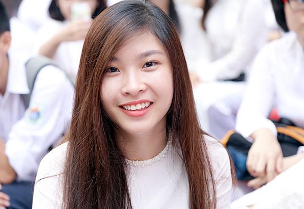 Tân Hoa hậu Mỹ Linh tươi tắn dự lễ khai giảng trường cũ - Ảnh 8.
