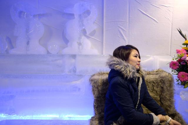 Giới trẻ Sài Gòn thích thú với quán cà phê lạnh -10 độ C - Ảnh 8.