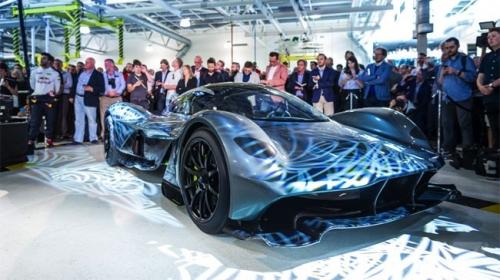 Siêu xe đường phố Aston Martin 3,2 triệu USD ra mắt tại Singapore - Ảnh 3.