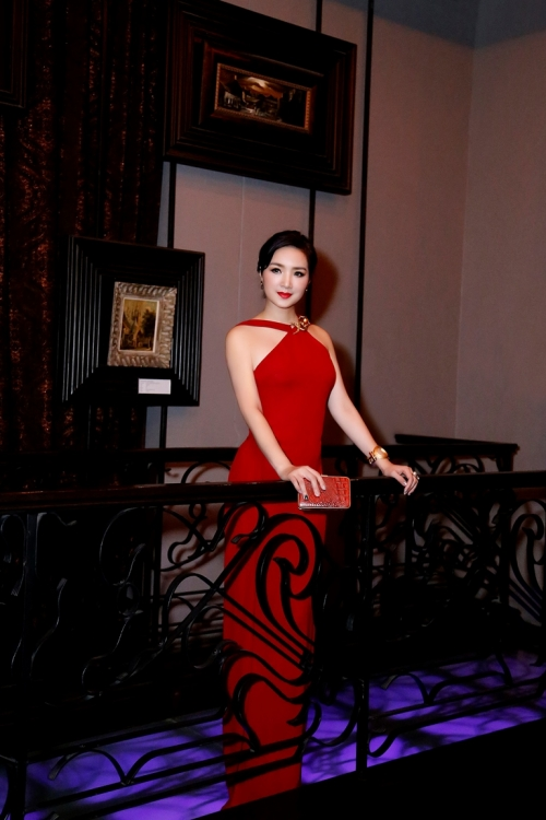 Giáng My diện váy đỏ rực lấn át cả dàn thí sinh - Ảnh 3.
