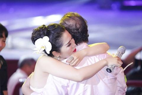 Minh Trang Ly Ly khóc trong liveshow khi hát ca khúc về cha - Ảnh 3.
