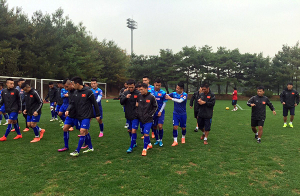 ĐT Việt Nam đặt chân đến Hàn Quốc, bắt đầu đợt tập huấn dài 2 tuần - Ảnh 3.