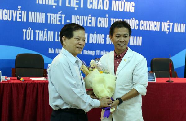 Nguyên Chủ tịch nước Nguyễn Minh Triết thăm và động viên các ĐT Việt Nam - Ảnh 3.