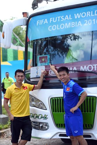 ĐT Futsal Việt Nam rạng rỡ đi shopping sau khi vượt qua vòng bảng World Cup - Ảnh 3.