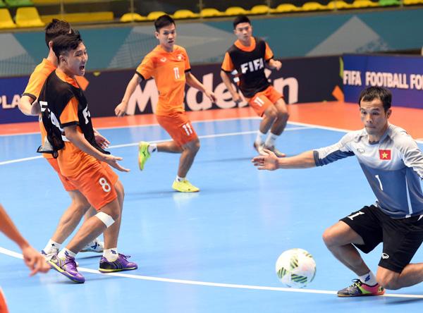 Tuyển Futsal Việt Nam đã có mặt tại Medellin sau hơn nửa ngày di chuyển - Ảnh 4.