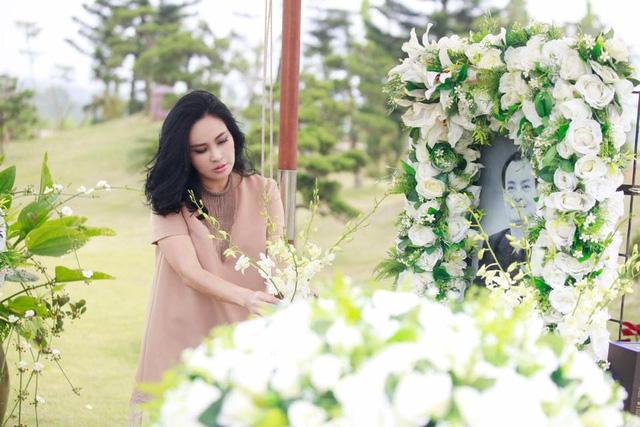 Thanh Lam ngậm ngùi hát bên mộ nhạc sĩ Thanh Tùng, Trần Lập - Ảnh 4.