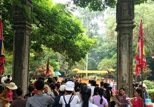 Dòng người nườm nượp hướng về lễ hội Lam Kinh 2016 - Ảnh 4.