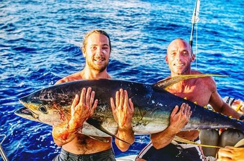 Gây sốt với bức ảnh tự sướng với cá voi - Ảnh 4.