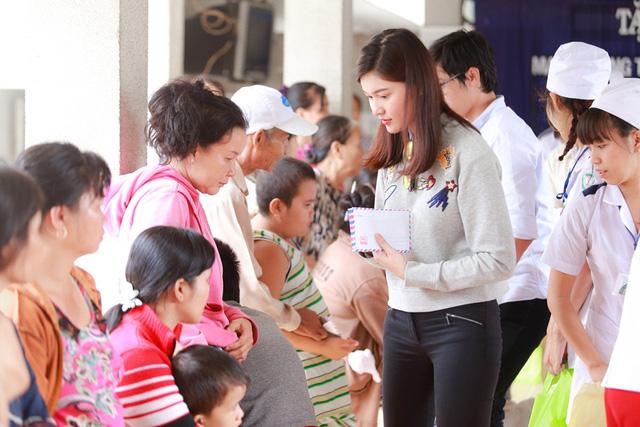 Á hậu Hoàng Oanh, Thuỳ Dung mang trung thu về với trẻ khuyết tật Tây Ninh - Ảnh 4.