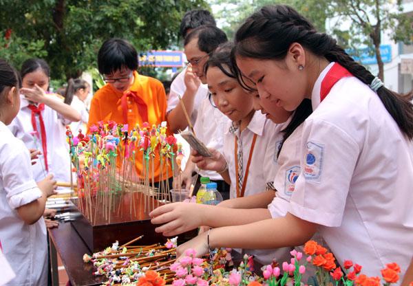 Ngày hội trung thu đậm chất truyền thống của học sinh Lomonoxop - Ảnh 4.