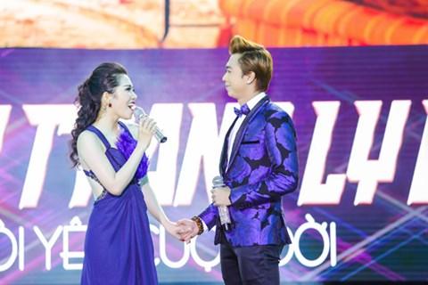 Minh Trang Ly Ly khóc trong liveshow khi hát ca khúc về cha - Ảnh 4.