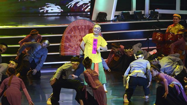 Xuân Hinh múa hầu đồng khiến khán giả choáng ngợp - Ảnh 4.