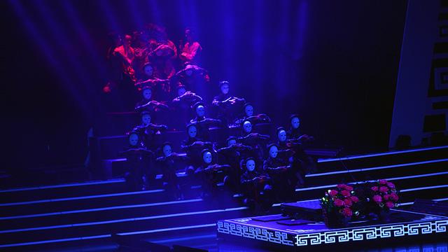 Xuân Hinh múa hầu đồng khiến khán giả choáng ngợp - Ảnh 9.