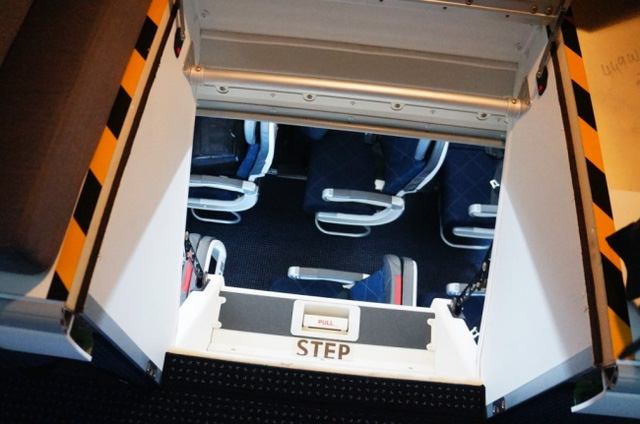 Căn phòng bí mật rất ít người biết trên máy bay - Ảnh 5.