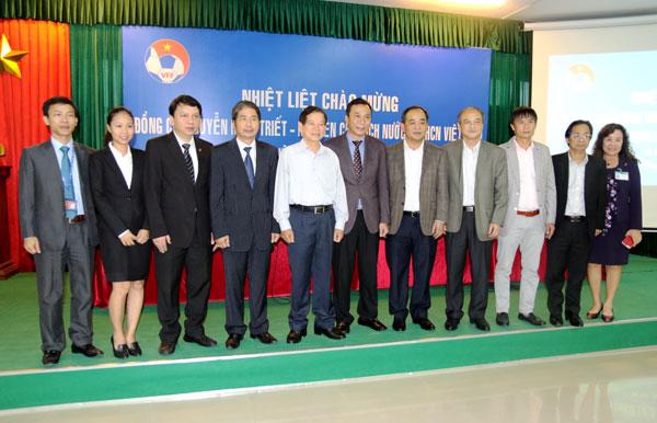 Nguyên Chủ tịch nước Nguyễn Minh Triết thăm và động viên các ĐT Việt Nam - Ảnh 4.