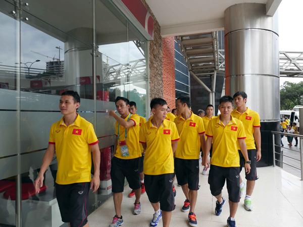 ĐT Futsal Việt Nam rạng rỡ đi shopping sau khi vượt qua vòng bảng World Cup - Ảnh 4.