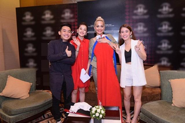 Khi sao quốc tế thể hiện tình yêu với tà áo dài Việt - Ảnh 5.