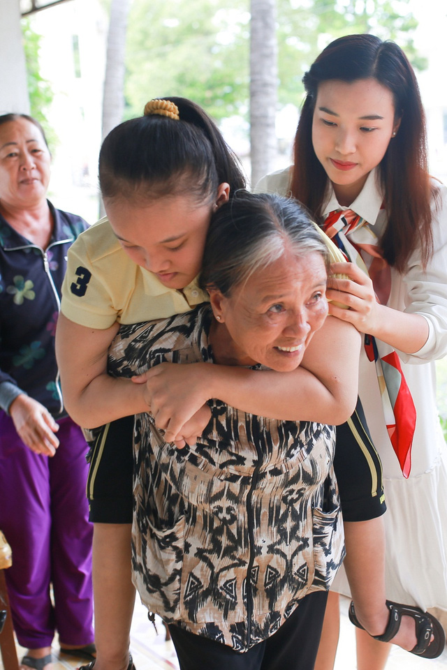 Á hậu Hoàng Oanh, Thuỳ Dung mang trung thu về với trẻ khuyết tật Tây Ninh - Ảnh 5.