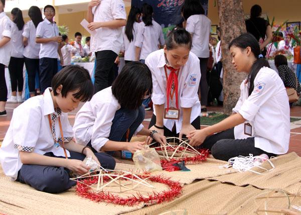 Ngày hội trung thu đậm chất truyền thống của học sinh Lomonoxop - Ảnh 5.