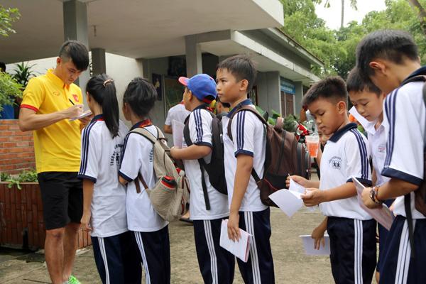 ĐTQG Việt Nam thăm làng trẻ SOS: Tiếp thêm động lực từ những vòng tay yêu thương - Ảnh 5.
