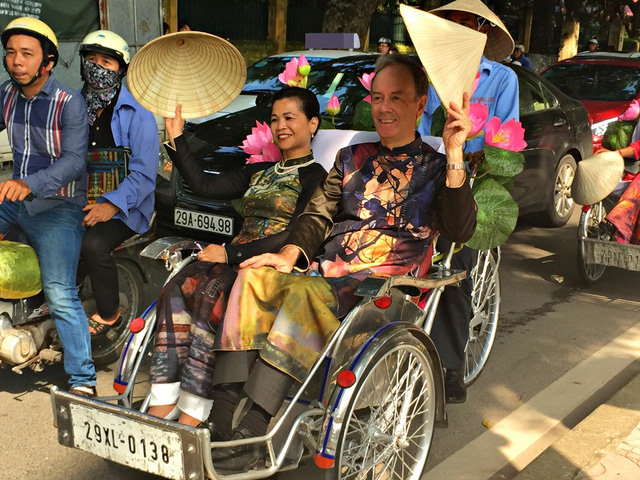 Dàn nghệ sĩ gạo cội diễu hành áo dài trên các tuyến phố Hà Nội - Ảnh 6.